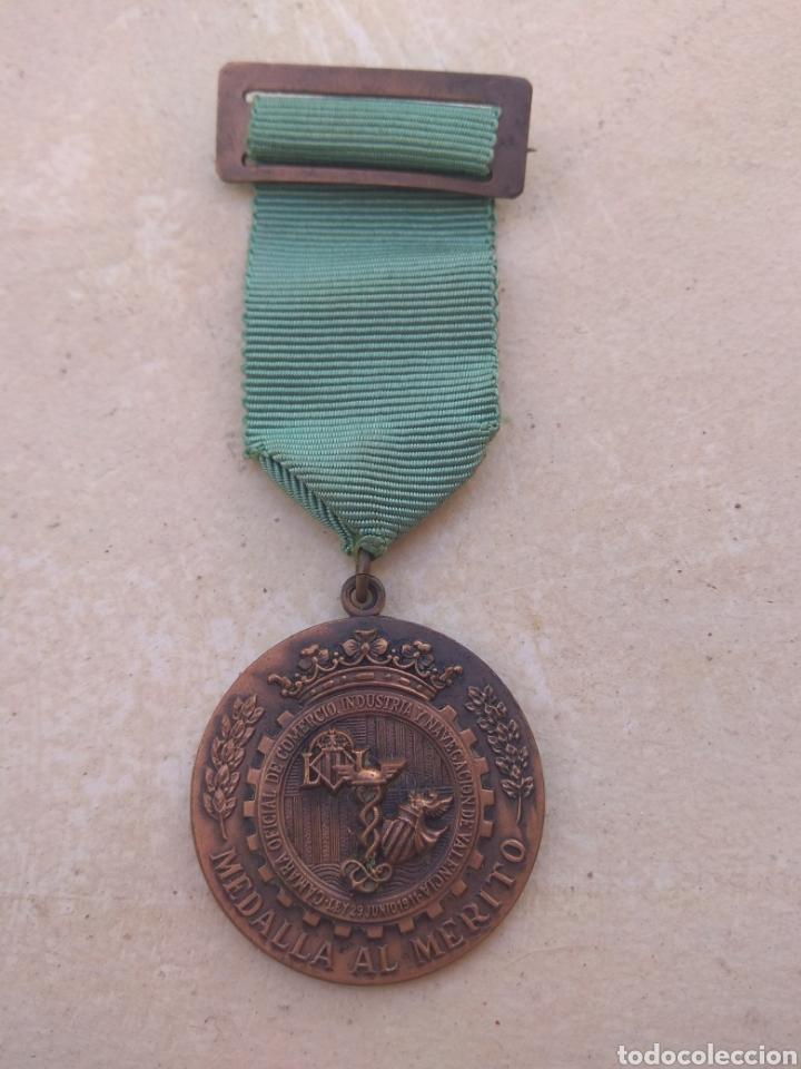 Medallas condecorativas: Medalla Al Merito de la Camara de Comercio Industria y Navegación de Valencia - Foto 5 - 29774294