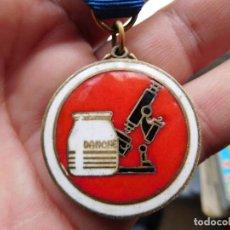 Medallas condecorativas: MEDALLA DANONE PLATA DORADA PREMIO A SU LEALTAD EN EL TRABAJO 25 AÑOS DE SERVICIO. Lote 112909679