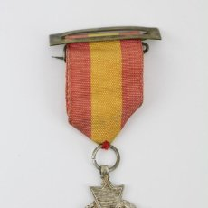 Medallas condecorativas: MEDALLA CONMEMORATIVA CON CINTA Y PASADOR -PREMIO AL MÉRITO - ESPAÑA- MEDIDAS 3,5 X 3,5 CM. Lote 114973819