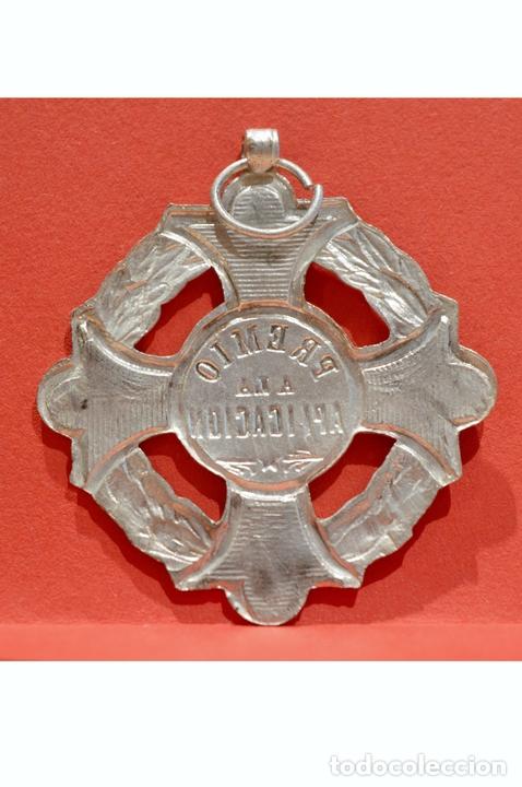 Medallas condecorativas: ANTIGUA MEDALLA AL MERITO ESCOLAR EN LATÓN Y ESMALTE - Foto 3 - 53087143