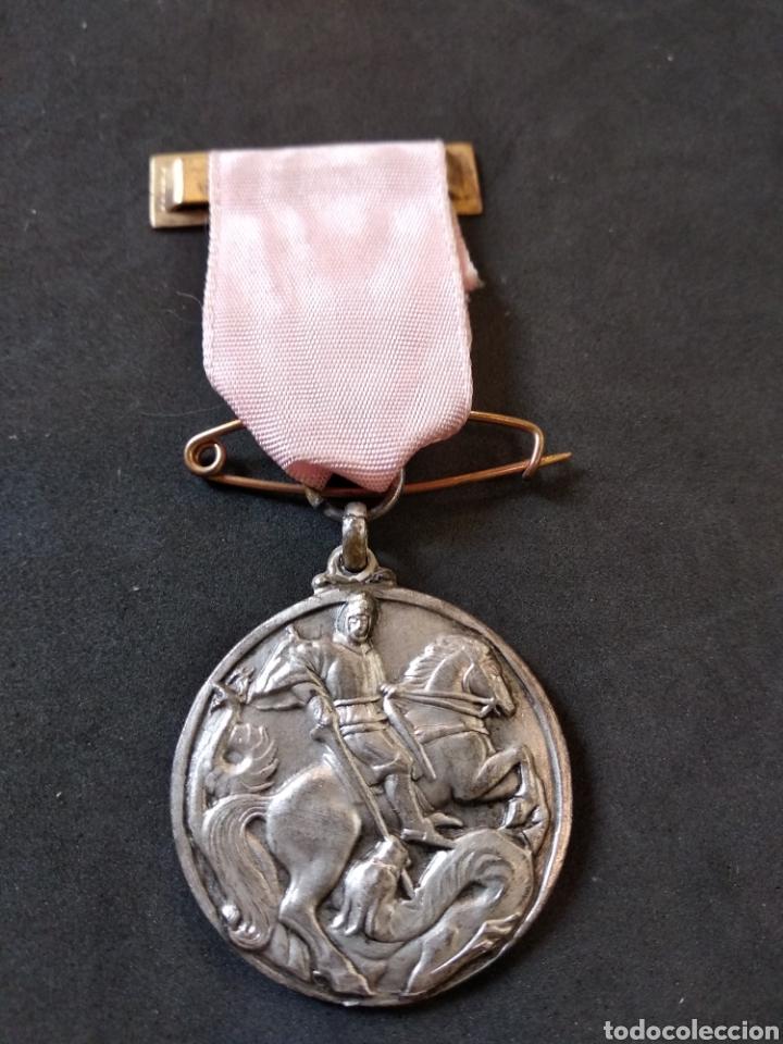 MEDALLA-CONDECORACION,SAN JORGE-SANT JORDI Y DRAGON.CINTA Y PASADOR. PREMIO ASISTENCIA Y PUNTUALIDA (Numismática - Medallería - Condecoraciones)