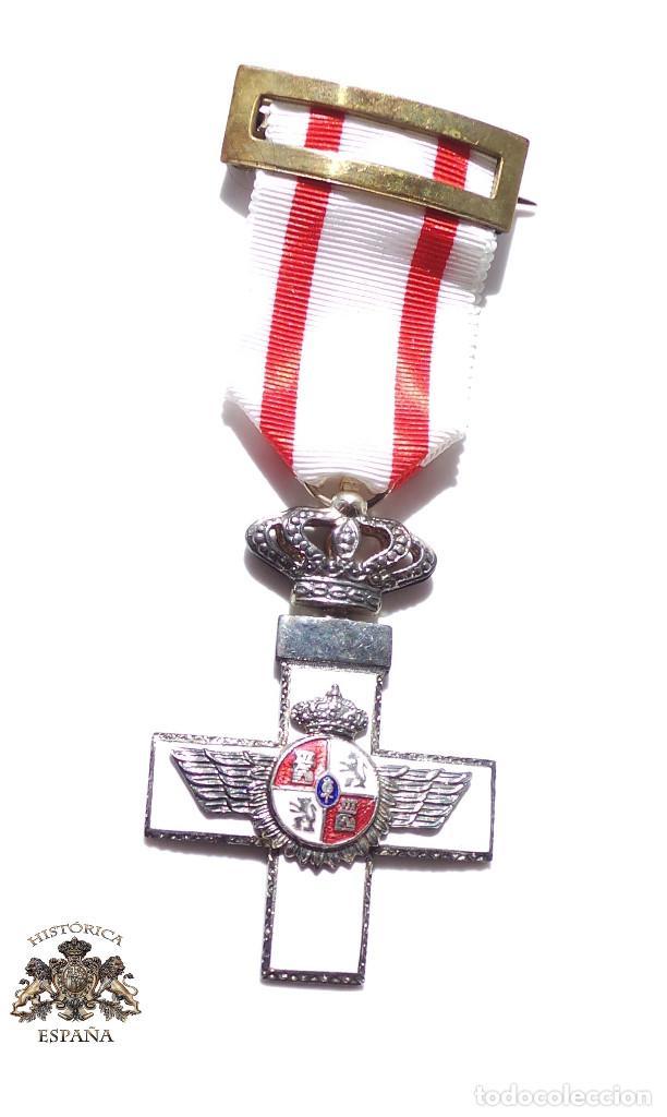 MEDALLA MÉRITO AÉREO CON DISTINTIVO BLANCO (Numismática - Medallería - Condecoraciones)