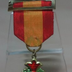 Medallas condecorativas: CURIOSA MEDALLA CON PASADOR BANDERA NACIONAL PREMIO AL MERITO. Lote 136632890