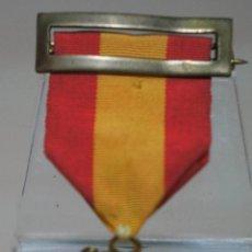 Medallas condecorativas: CURIOSA MEDALLA CON PASADOR BANDERA NACIONAL PREMIO A LA APLICACIÓN. Lote 136633130