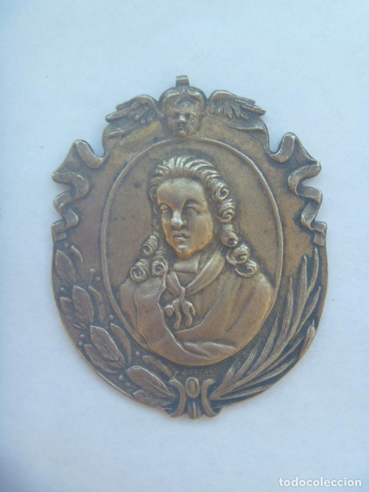 MEDALLON MINERVAE BETICAE . ACADEMIA DE LAS BUENAS LETRAS DE SEVILLA . PARECE PLATA (?) (Numismática - Medallería - Condecoraciones)