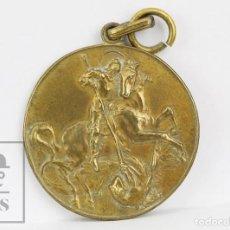 Medallas condecorativas: ANTIGUA MEDALLA DORADA - SANT JORDI / PREMIO ASISTENCIA Y PUNTUALIDAD, CURSO 1943-44. Lote 136699802