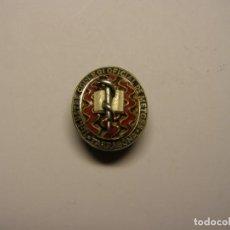 Medallas condecorativas: PRECIOSA INSIGNIA DE OJAL DEL COLEGIO DE MÉDICOS DE TARRAGONA. PLATA, ORO, Y ESMALTES.. Lote 139759158