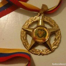 Medallas condecorativas: CONDECORACIÓN HONOR AL MÉRITO COMISARIO JEFE CON CINTA TRICOLOR DE VENEZUELA 2008. DE BRONCE. Lote 140620270