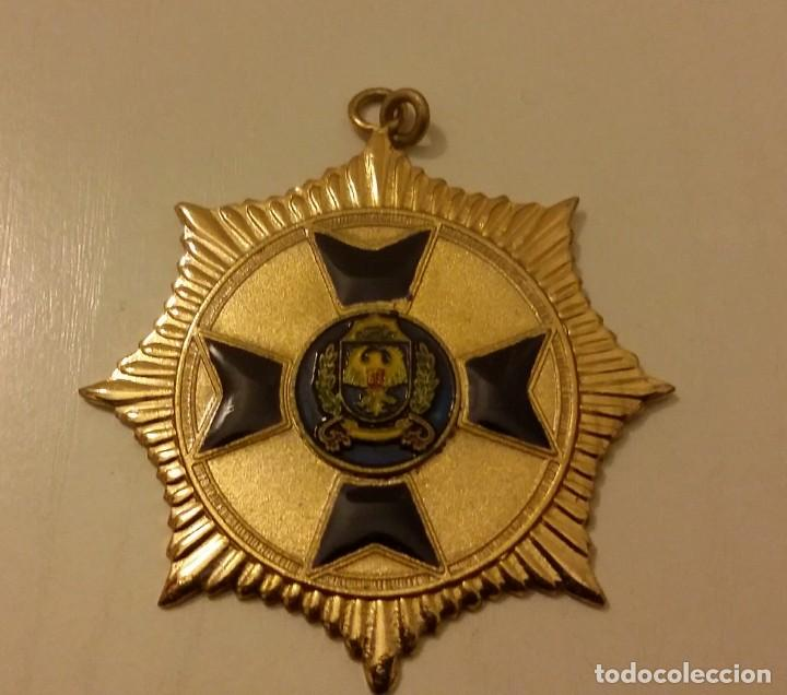 Medallas condecorativas: EXTINTA CONDECORACIÓN DE LA ANTIGUA POLICÍA METROPOLITANA DE CARACAS. VENEZUELA - Foto 3 - 140628202