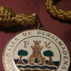 Medallas condecorativas: MEDALLA AL MERITO AYUNTAMIENTO BENALMÁDENA. Lote 147061245