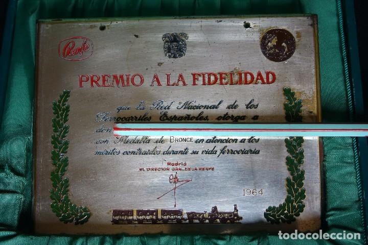 Medallas condecorativas: RENFE-MEDALLA Y PLACA A LA FIDELIDAD-TREN-FERROCARRILES - Foto 2 - 149537134