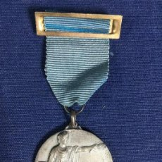 Medallas condecorativas: MEDALLA CINTA PASADOR RASO SEDA AZUL METAL PLATEADO PREMIO CURSO 1963 64 35MM. Lote 150684350