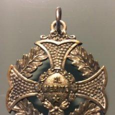 Medallas condecorativas: MEDALLA CON CRUZ LAUREADA AL MÉRITO. Lote 153931416