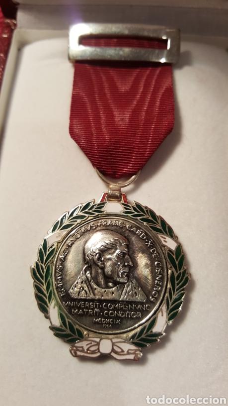MEDALLA DEL CARDENAL CISNEROS FIRMADA COMENDADOR (Numismática - Medallería - Condecoraciones)