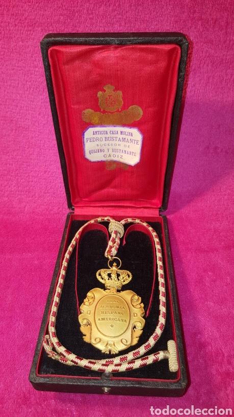 MEDALLA DE LA REAL ACADEMIA HISPANO AMERICANA (Numismática - Medallería - Condecoraciones)