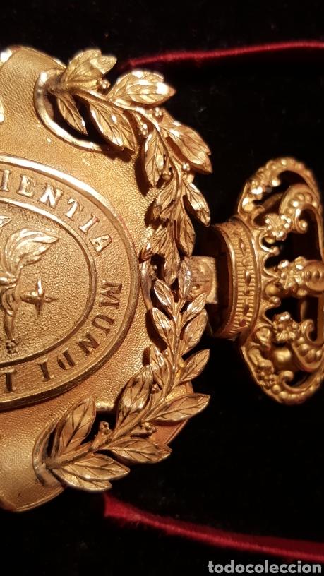 Medallas condecorativas: MEDALLA DE LA REAL ACADEMIA HISPANO AMERICANA - Foto 6 - 157854806