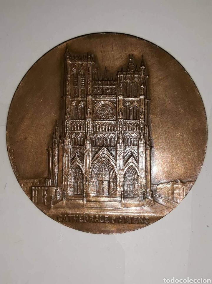 MEDALLA EN BRONCE DE LA CATEDRAL D'AMIENS L.DESVIGNES (Numismática - Medallería - Condecoraciones)