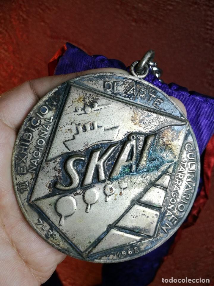 Medallas condecorativas: GRAN MEDALLON III EXHIBICION NACIONAL DE ARTE CULINARIO TARRAGONA 1969 SKAL -CHEF-COCINA---ESPAÑA - Foto 19 - 160658946