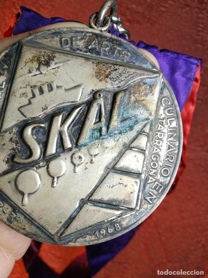 Medallas condecorativas: GRAN MEDALLON III EXHIBICION NACIONAL DE ARTE CULINARIO TARRAGONA 1969 SKAL -CHEF-COCINA---ESPAÑA - Foto 21 - 160658946