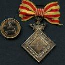Medallas condecorativas: MEDALLA DE PLATA, AYUNTAMIENTO DE BARCELONA, PREMIO A LA APLICACIÓN, CINTA. Lote 160723278