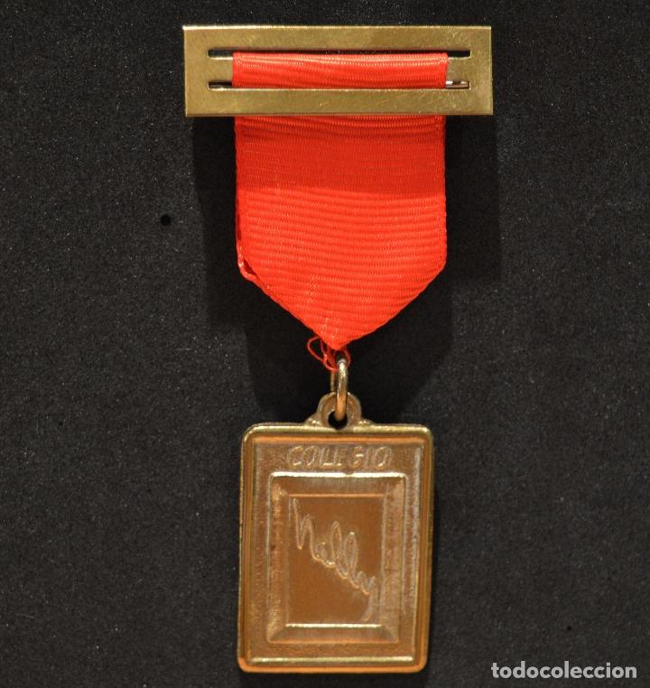 ANTIGUA MEDALLA AL MERITO ESCOLAR COLEGIO NELLY BARCELONA (Numismática - Medallería - Condecoraciones)