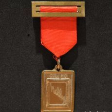 Medallas condecorativas: ANTIGUA MEDALLA AL MERITO ESCOLAR COLEGIO NELLY BARCELONA. Lote 167391632