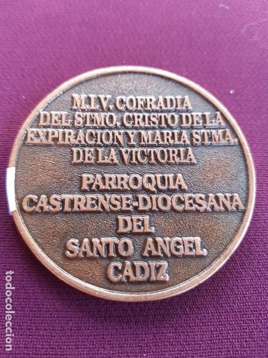 Medallas condecorativas: MEDALLA CINCUENTENARIO CRISTO DE LA EXPIRACION. CADIZ - Foto 2 - 168709204