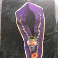 Medallas condecorativas: BANDA CON MEDALLAS DE COCINA - COMANDERIE DES CORDONS BLEUS DE FRANCE - CHAINE DES ROTISSEURS -. Lote 169194744
