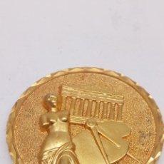 Medallas condecorativas: MEDALLA CONMEMORATIVA PINTURA Y ESCULTURA. Lote 171491793