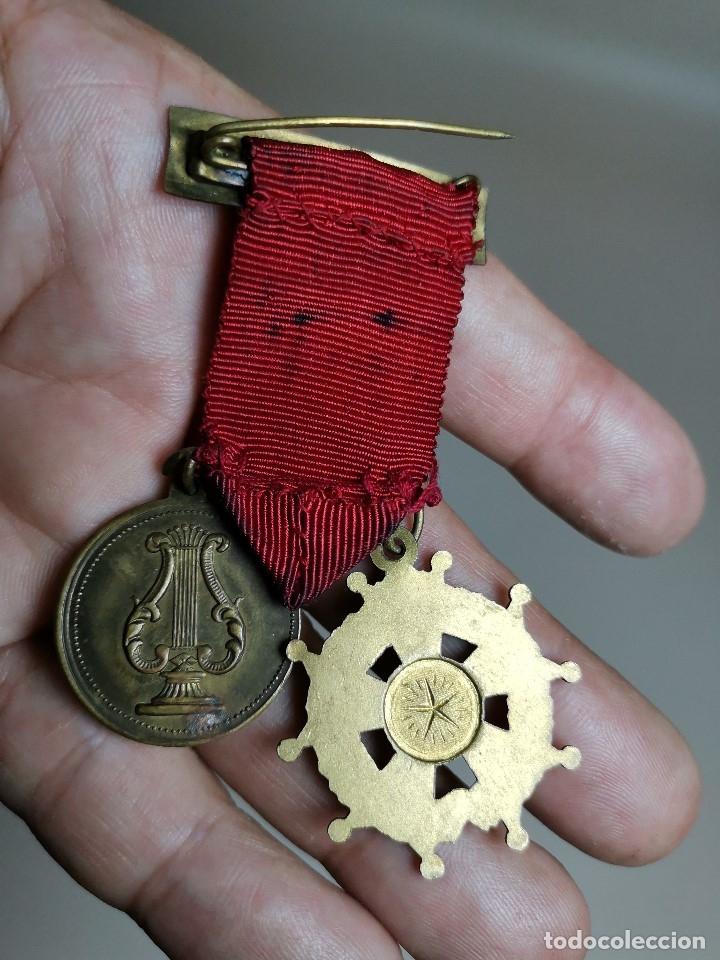 Medallas condecorativas: PAREJA MEDALLAS MERITO ESCOLAR, COLEGIO- ESPAÑA - Foto 9 - 174984759