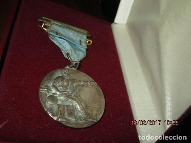 Medallas condecorativas: ANTIGUA MEDALLA CONDECORACION con pasador y banda azul SIN IDENTIFICAR - Foto 3 - 110105027