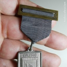 Medallas condecorativas: ANTIGUA MEDALLA MERITO ESCOLAR ESCUELA-COLEGIO NELLY-NIÑOS ESPAÑOLES LLENOS DE YDEAL -BARCELONA. Lote 182258507