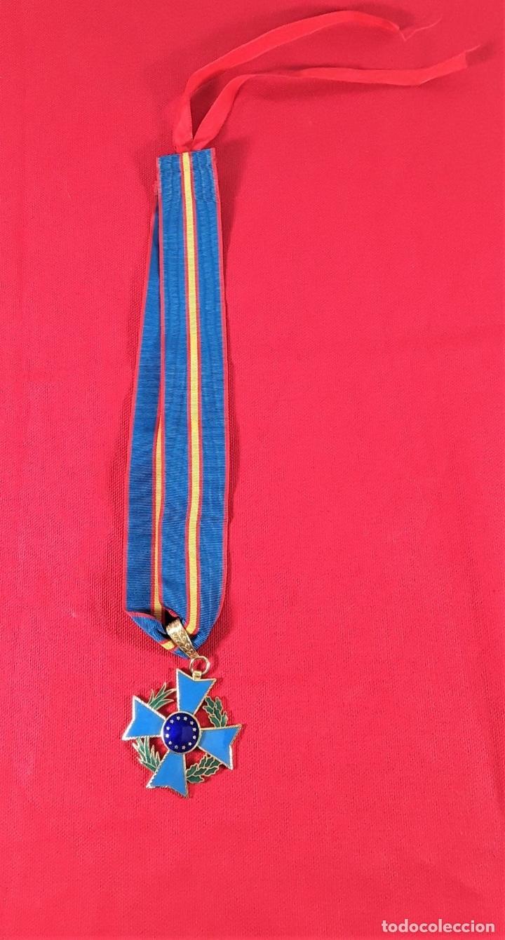 Medallas condecorativas: CONDECORACIÓN EN METAL DORADO ESMALTADO, 12 ESTRELLAS DORADAS. ESPAÑA. - Foto 2 - 183080605