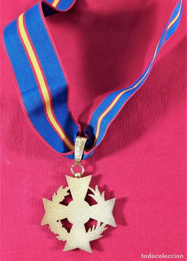 Medallas condecorativas: CONDECORACIÓN EN METAL DORADO ESMALTADO, 12 ESTRELLAS DORADAS. ESPAÑA. - Foto 3 - 183080605