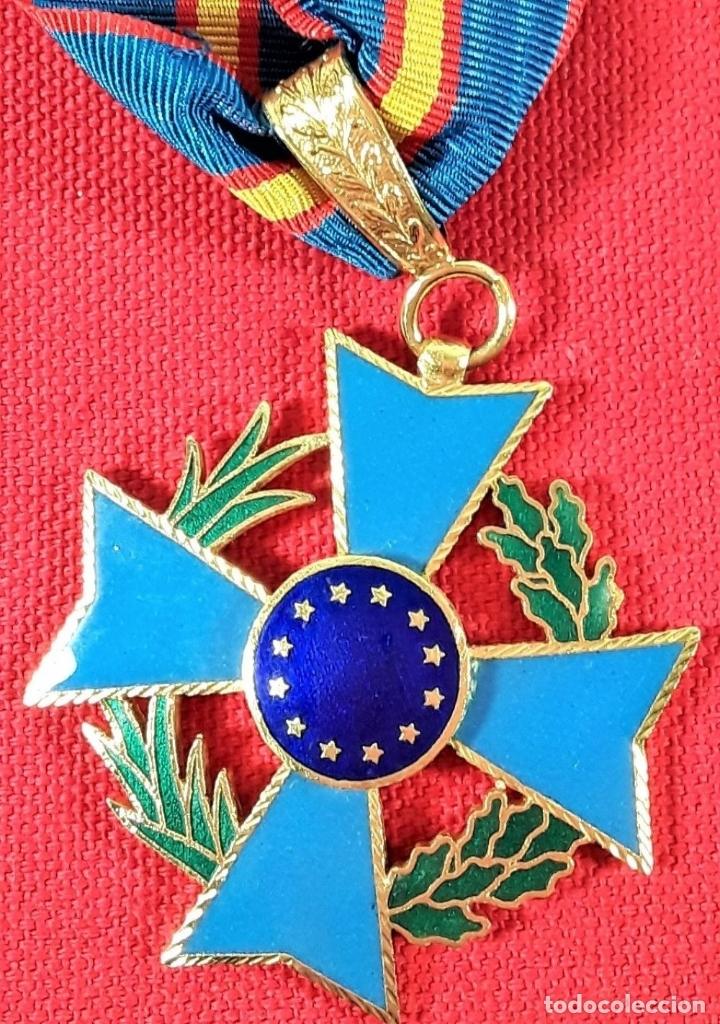 Medallas condecorativas: CONDECORACIÓN EN METAL DORADO ESMALTADO, 12 ESTRELLAS DORADAS. ESPAÑA. - Foto 4 - 183080605