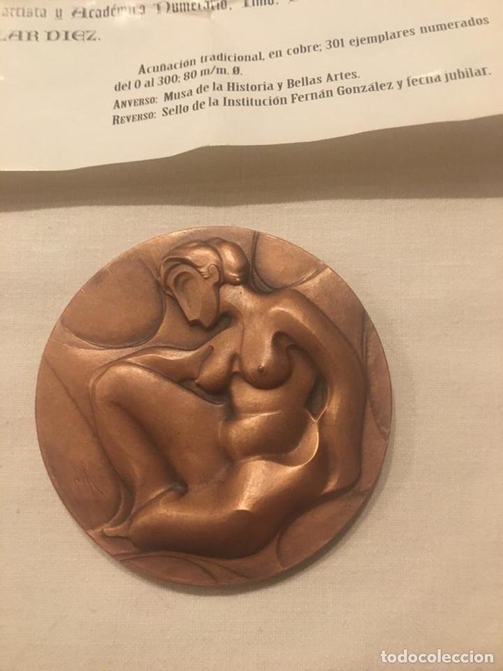 Medallas condecorativas: medalla de la academia Burgense de historia y bellas artes institución Fernán González - Foto 2 - 187201385