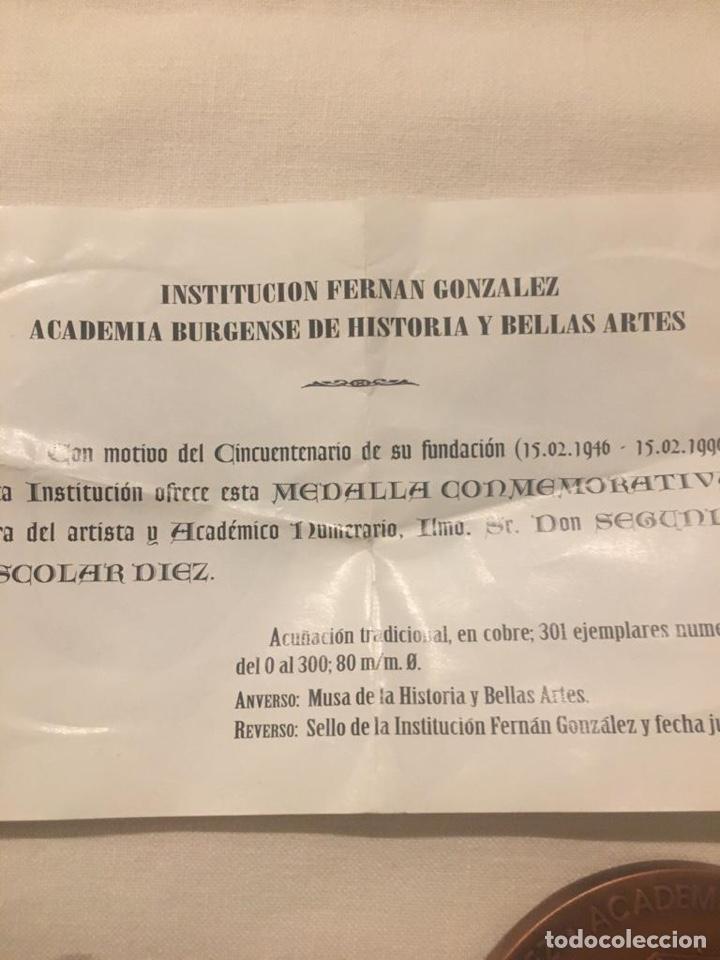 Medallas condecorativas: medalla de la academia Burgense de historia y bellas artes institución Fernán González - Foto 4 - 187201385