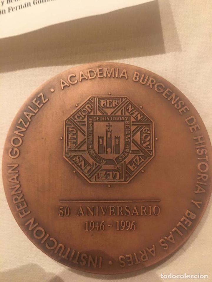 Medallas condecorativas: medalla de la academia Burgense de historia y bellas artes institución Fernán González - Foto 5 - 187201385