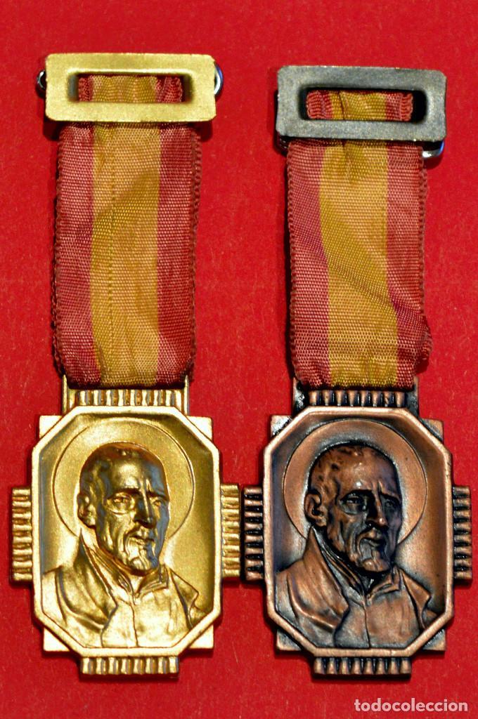 Medallas condecorativas: LOTE 2 ANTIGUAS MEDALLAS ESCOLARES MEDALLA ESCOLA PIA DE SARRIA BARCELONA CATEGORIA ORO Y BRONCE - Foto 2 - 51347314