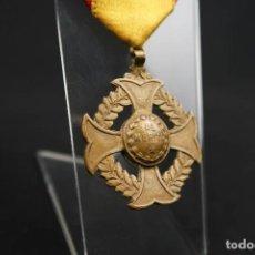 Medallas condecorativas: ANTIGUA MEDALLA AL MERITO . Lote 190987050