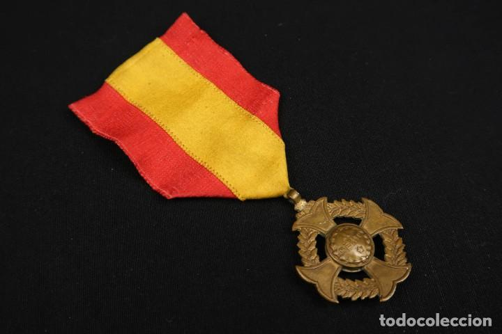 Medallas condecorativas: Antigua Medalla Al Merito - Foto 6 - 190987050