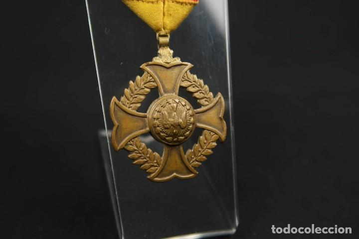 Medallas condecorativas: Antigua Medalla Al Merito - Foto 10 - 190987050