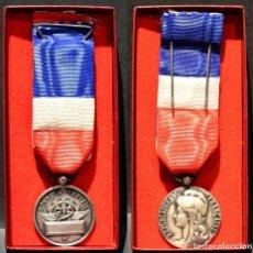 Medallas condecorativas: MEDALLA FRANCIA MERITO AL TRABAJO Y HONOR CATEGORIA PLATA CAJA ORIGINAL EXCELENTE CONSERVACIÓN . Lote 191097363