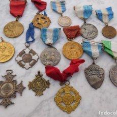 Medallas condecorativas: LOTE DE 14 CONDECORACIONES ESCOLARES ANTIGUAS. Lote 191806088