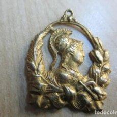 Medallas condecorativas: ANTIGUA MEDALLA AL MÉRITO, SIGLO XX, AÑOS 50. Lote 193058300