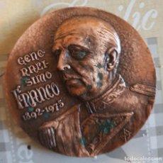 Medallas condecorativas: MEDALLA FRANCO. BRONCE. Lote 193943837