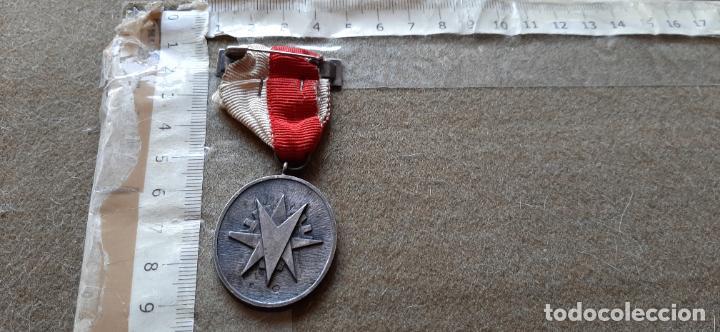 Medallas condecorativas: MEDALLA DE PLATA CON CONTRASTES - PREMIO A LA CONSTANCIA - ASTILLEROS DE CADIZ - Foto 2 - 194215091