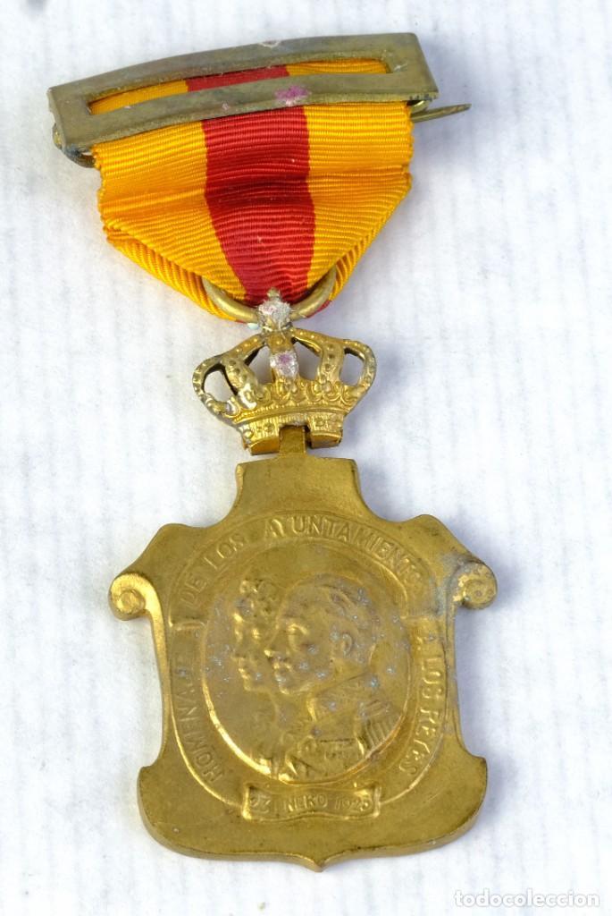 Medallas condecorativas: Medalla Homenaje de los ayuntamientos a los reyes - 23 enero 1925 - 55 x 35 mm - Foto 2 - 194614331