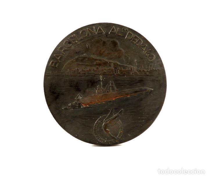 MEDALLA CONMEMORATIVA DE LA ENTREGA DE BANDERA DE COMBATE -1968 BARCELONA AL DÉDALO (Numismática - Medallería - Condecoraciones)