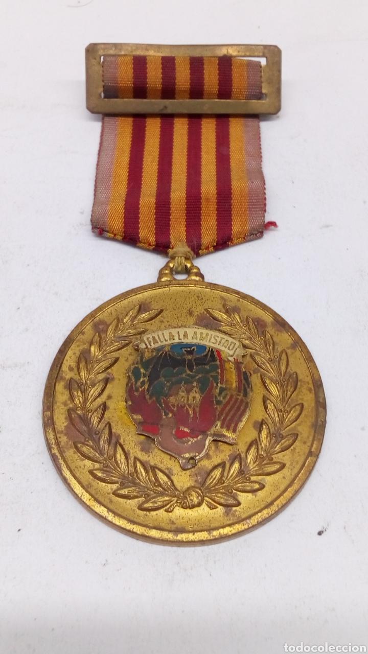 MEDALLA FALLERA FALLA DE LA AMISTAD AÑOS 1960 (Numismática - Medallería - Condecoraciones)